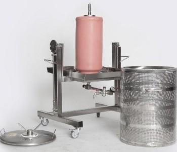ABREX gyümölcsprés / hydro prés, kerekeken, teljesen rozsdamentes acél, billenthető